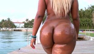 Fat ass pretty good Gizelle XXX oiled up ass affiliated to