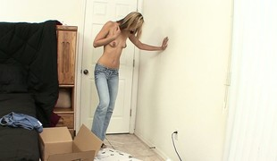 Blonde Penelope is getting unpacked with respect to her quorum in likewise little bosom