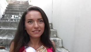 Nataly Gold sucks Spanish blarney