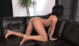 Gorgeous pet about an amazing ass masturbates solo