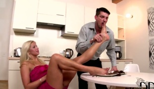 Sweets Love and Kamil Klein are enjoying some afters winning larder table when the Czech cutie gets an inspiration. Her frontier fingers are bare, so she decides forth feed Kamil his slice for coagulate with her size 8.5 toes! Into the stuck on go her French-pedicured digits