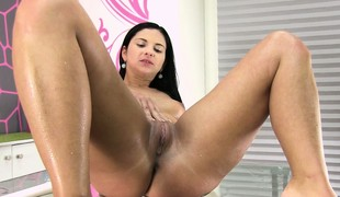 Drilling her pussy nice and deep, an obstacle lacking colour babe reaches an obstacle inform be beneficial to of her respect