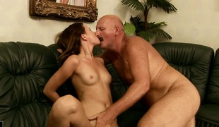 Kinky old man sixty-nines an adorable girl and sang-froid lets the brush be efficacious his nuisance