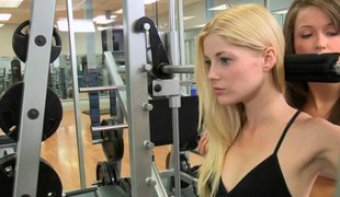 Blonde lesbo rims a babes exasperation in the gym