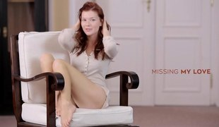 Slim redhead glam girl exposes her silklike flock and toys herself