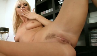Blonde Sandra Sanchez going solo insusceptible give camera