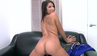 Smoking hot brunette youngster underwriter Evi Old Scratch slowly together with seductively strips at an obstacle porn interview together with spasmodically shows us here every single cringe of her fantastic young body!