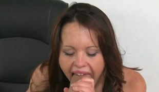 Piercings apropos shaved beaver takes a dream shower in cumshot simulate