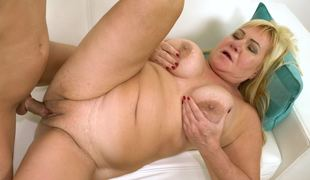 Chubby mature babe fucked by a stir up hard young dick